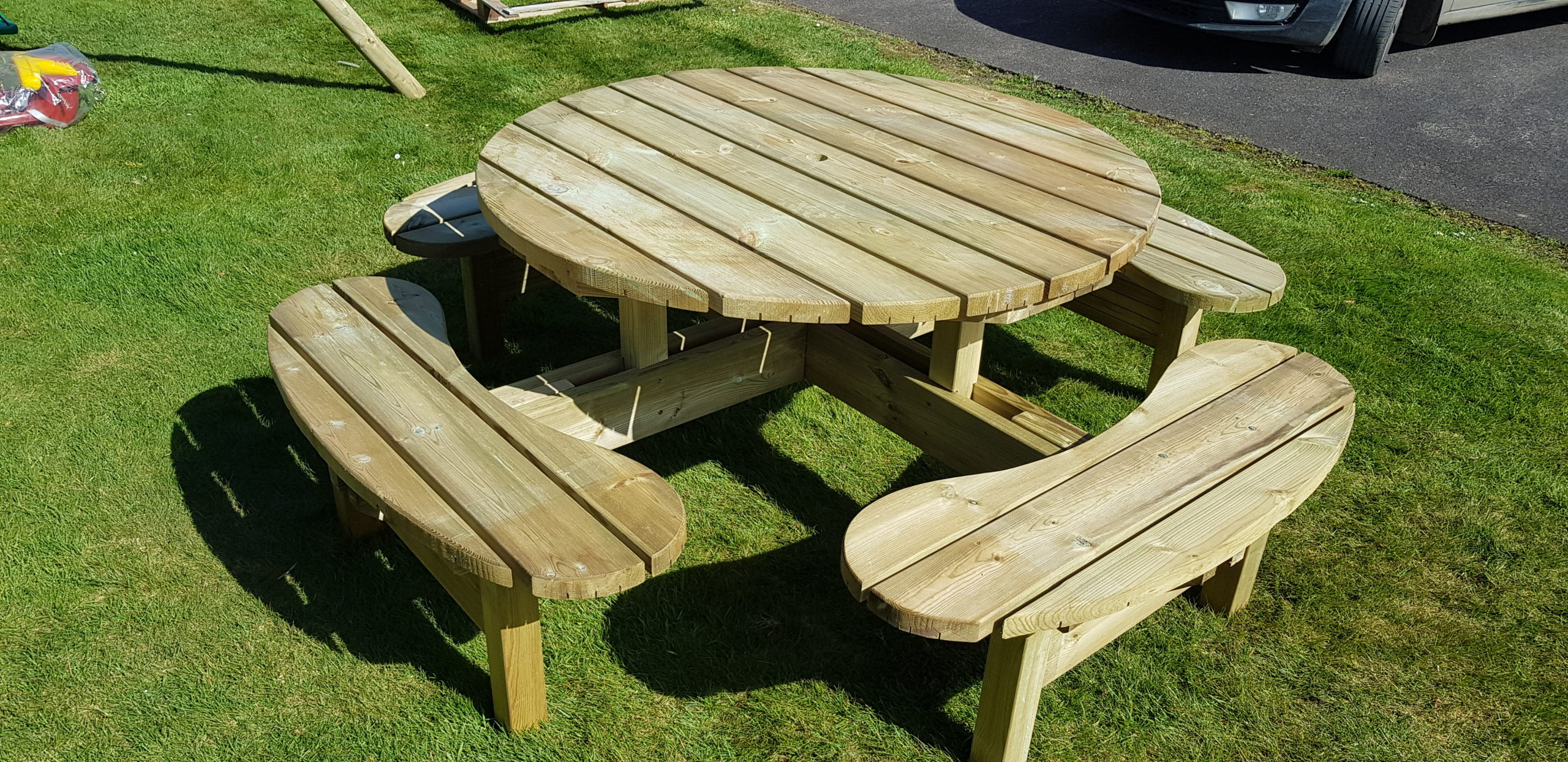 Round Picnic Table Hennessy Outdoors