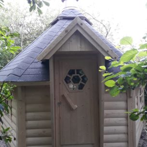 BBQ Hut Outside